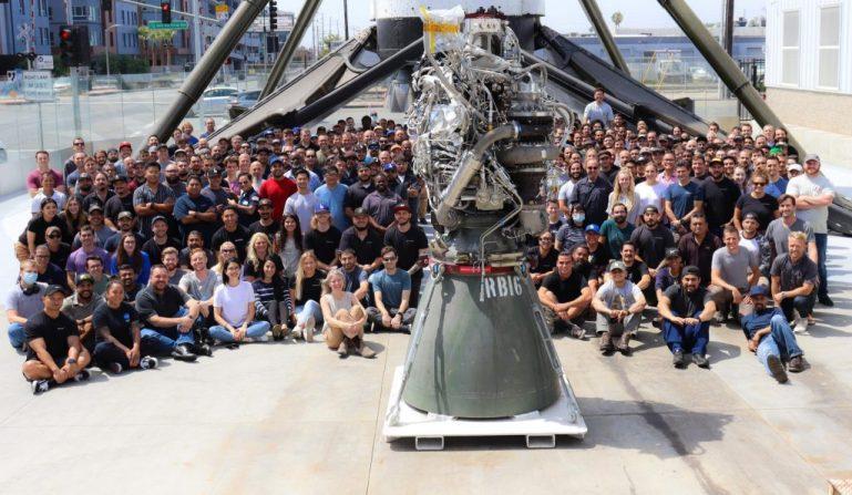 SpaceX завершила разработку сотого двигателя Raptor для Starship