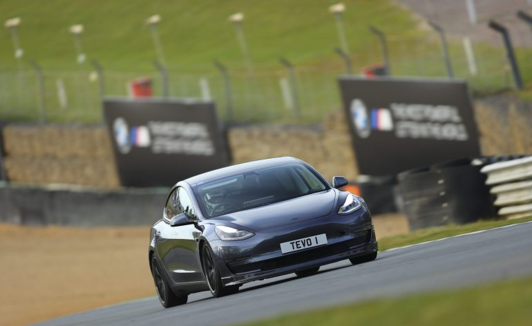 Специалисты по модернизации Tesla планируют первый в Великобритании трек-день только для электромобилей