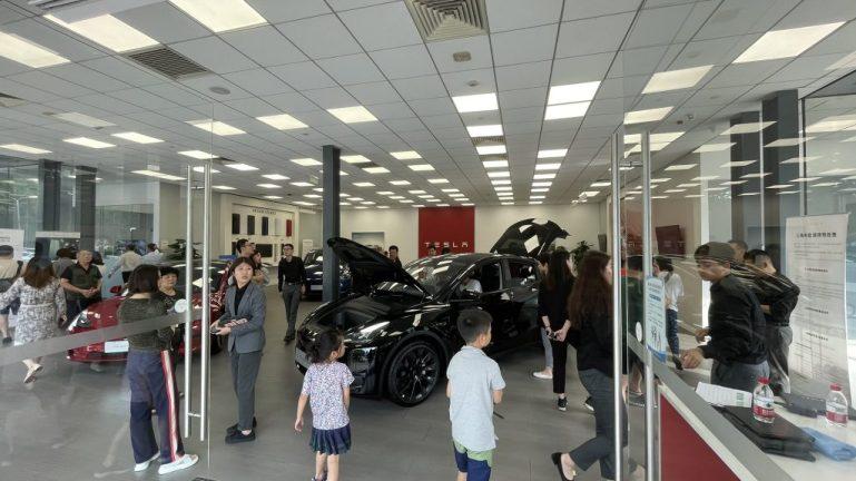 Tesla Model Y Standard Range пользуется успехом в Китае