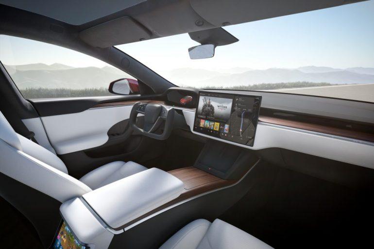 Tesla выпускает Disney +, режим автомойки, зеркала с автоматическим затемнением и многое другое в новом обновлении