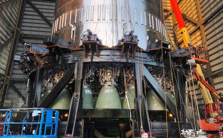 SpaceX устанавливает более двух десятков двигателей Super Heavy Raptor за одну ночь