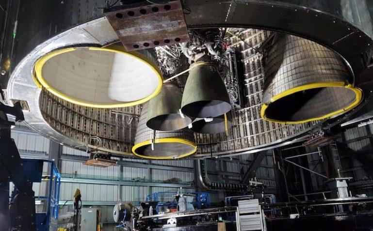 SpaceX представляет первый орбитальный звездолет с шестью двигателями Raptor