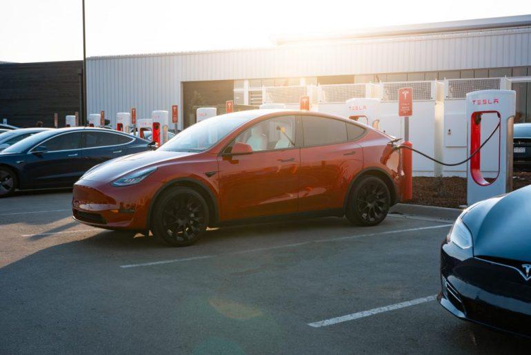 Преимущество Tesla Supercharger подчеркнуто в поездке на электромобиле CNBC на большие расстояния