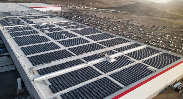 Tesla Gigafactory будет покрыта солнечными батареями к концу 2022 года