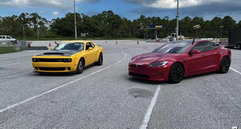 Tesla Model S Plaid громко изгоняет Dodge Demon за четверть мили