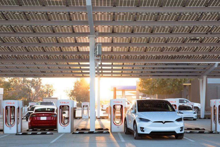 Tesla может подать заявку на финансирование двухпартийных счетов после открытия нагнетателей для других OEM-производителей.