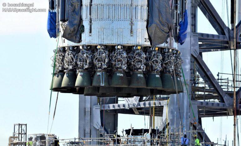 SpaceX перемещает сверхтяжелый ускоритель, чтобы освободить место для установки рычага Mechazilla