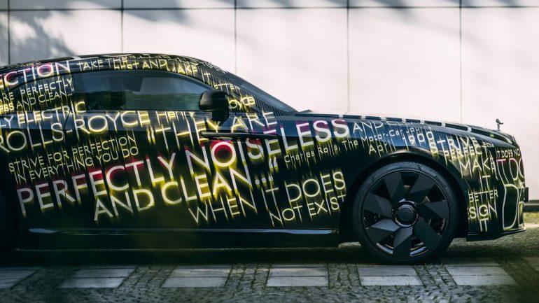 Rolls-Royce переходит в полностью электрический план к 2030 году, представляет Spectre EV
