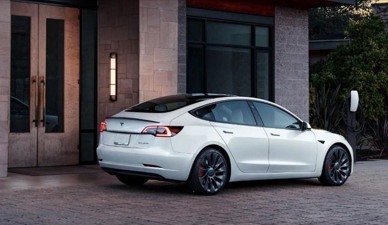 Последний раунд повышения цен Tesla делает базовую модель 3 автомобилем стоимостью 42 тысячи долларов