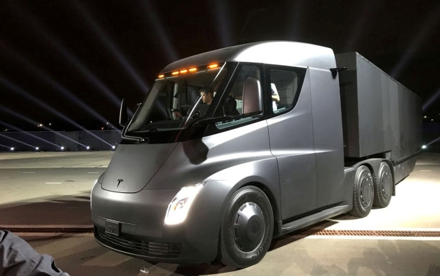 Tesla is ready to mass-produce the Semi, Elon Musk says – Engadget