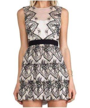 Bcbgmaxazria BCBGMAXAZRIA Collier Sleeveless Scalloped Lace Dress