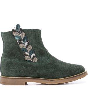 Trip Rolls Ferns Boots