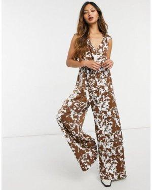 Liquorish sleeveles jumpsuit in brown tie dye-Multi