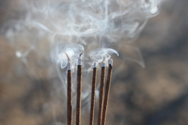 9 Incense Scents That Attract Money