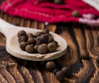 Aromatherapy and Herbs for Yule - Allspice