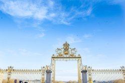 looks like the gate of heaven