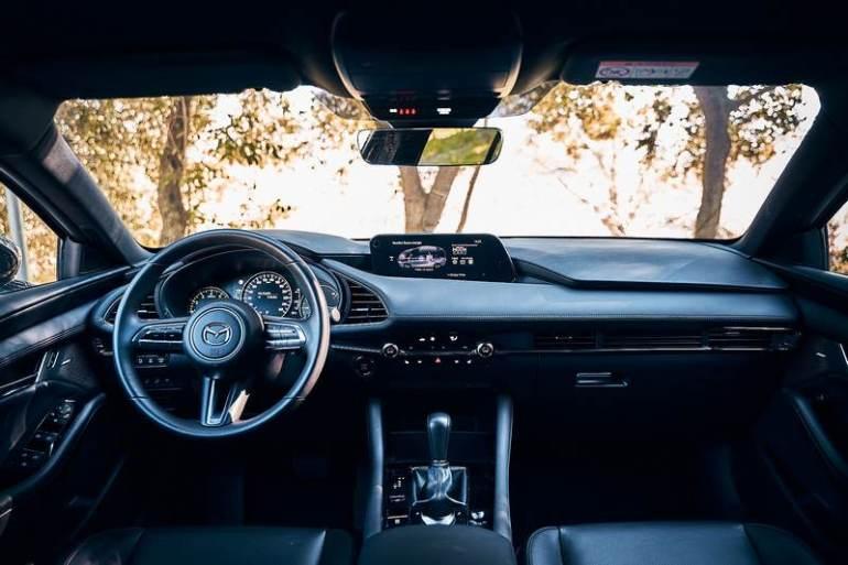 Interni e plancia nuova Mazda