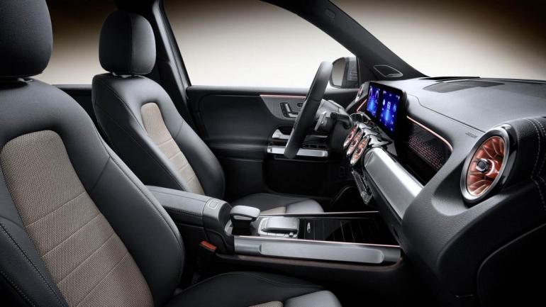Sedili e volante Mercedes EQB