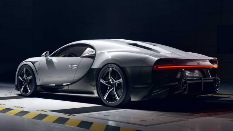 Posteriore con scarico Bugatti