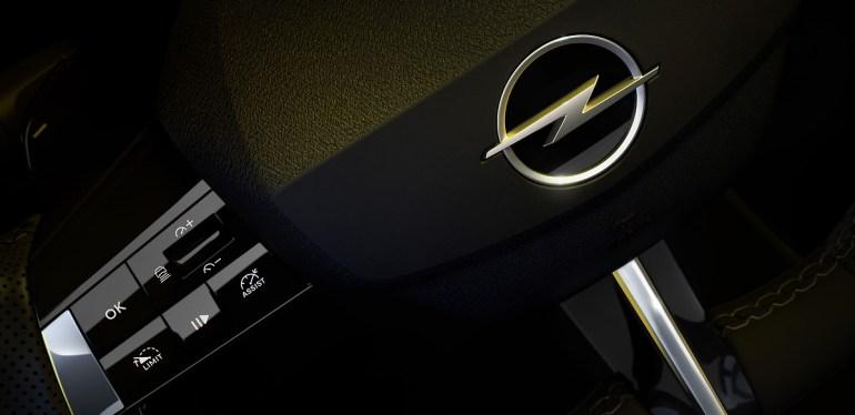 dettaglio volante nuova Opel Astra 2021