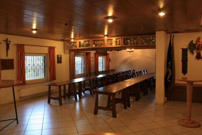 Der Hauptraum bietet Platz für 100 Personen.