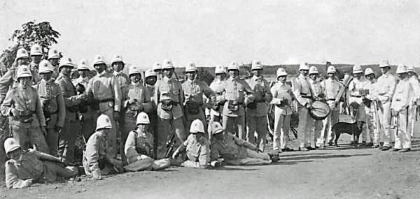 Den Vestindiske Hærstyrke med Musikkorps og hund ca. 1905.