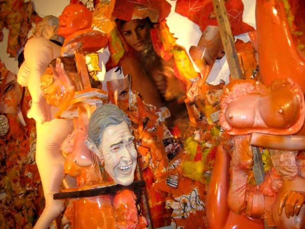 opblaaspop, seks, sex, robert, pennekamp, robert pennekamp, installatie, one day sculpture, installaties, bush, masker, speelgoed, pop, beest, destructie, rotzooi, rommel,