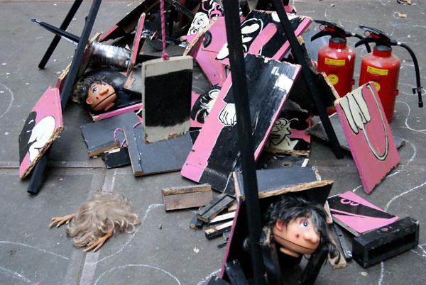 robert, pennekamp, robert pennekamp, installatie, one day sculpture, installaties, brandblusser, speelgoed, pop, beest, destructie, rotzooi, rommel,