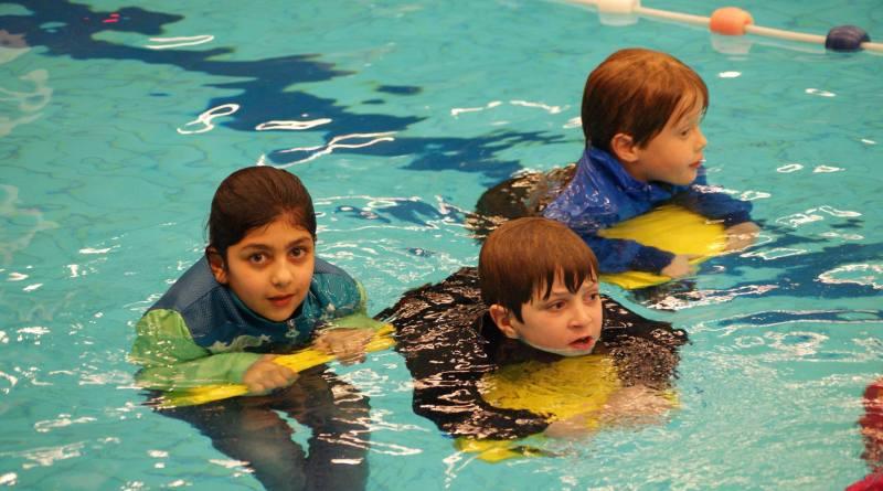Afzwemmen voor het A, B, C diploma bij de Wassenaarse Reddingsbrigade