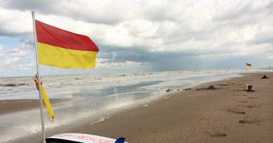 Tussen de rood/gele vlaggen | foto: Laura Lolkema