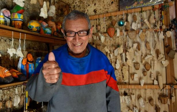 San Pedro la Laguna, Guatemala : Feliciano Pop le sculpteur de pierre Maya.