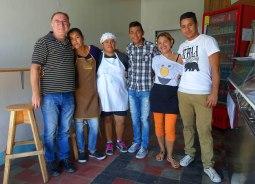 Esteli, Nicaragua : toute l'équipe du premier restaurant de falafels d'Esteli. Un régal !