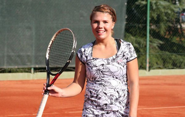 A Tennis Player Olesksandra set to sell arm space as NFT