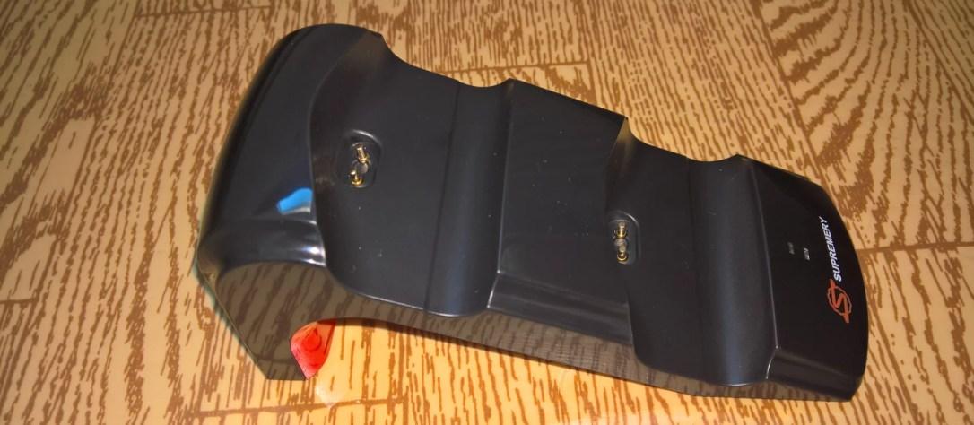 Die Ladestation mit roter Sohle [Ladestation für PS4 Controller (4 von 5)] im Produkttest
