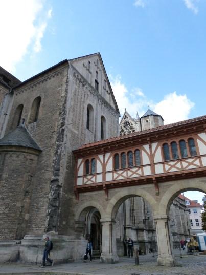 Braunschweig im Sonnenschein: Übergang vom Dom zur Burg
