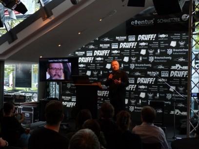 Dr. Marcus Stiglegger bei seinem Vortrag
