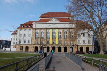 1024px-dresden_1042012_02_schauspielhaus