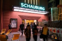 Schauburg bei Nacht