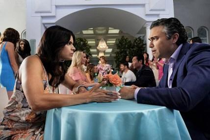 Andrea Navedo und Jaime Camil © Scott Everett White/The CW