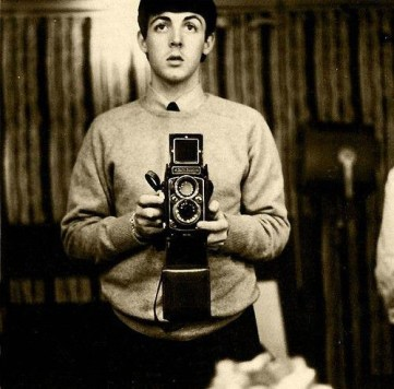 Und noch ein Beatle: Paul McCartney, Quelle: http://flavorwire.com/276645/photos-of-famous-musicians-with-their-cameras/view-all