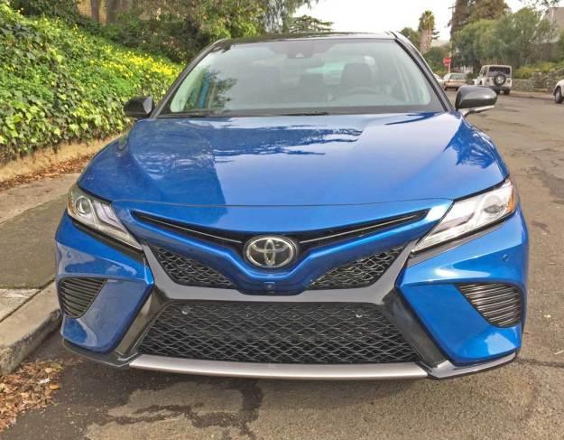 Toyota-Camry-XSE-V-6-Nose