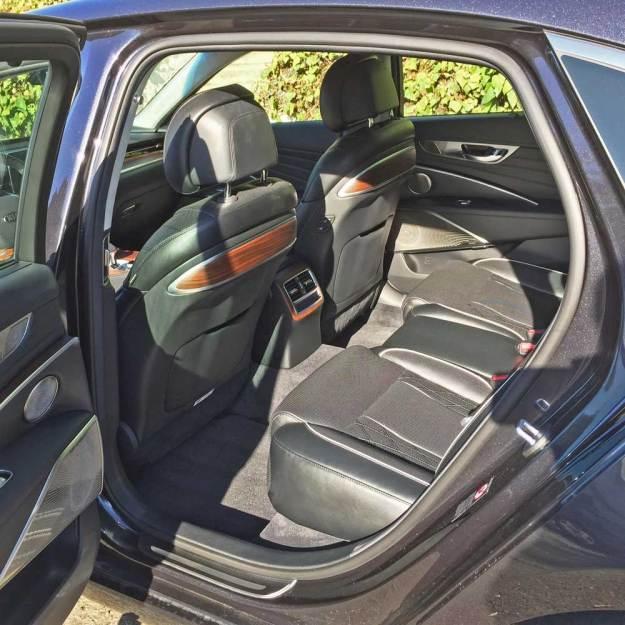 Kia-K900-Luxury-RInt