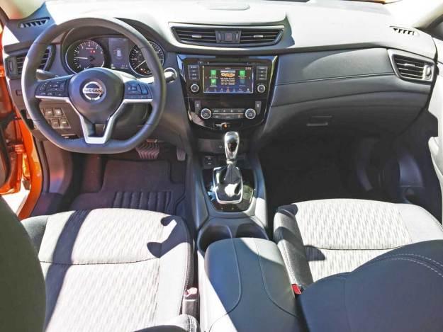 Nissan-Rogue-SV-AWD-Dsh