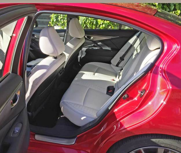 Infiniti-Q50-Red-Sport-400-AWD-RInt
