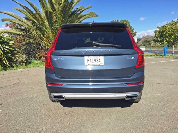 Volvo-XC90-T6-Inscp-Tail