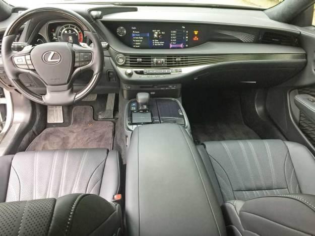 Lexus-LS-500-Dsh