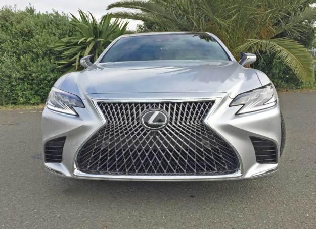 Lexus-LS-500-Nose
