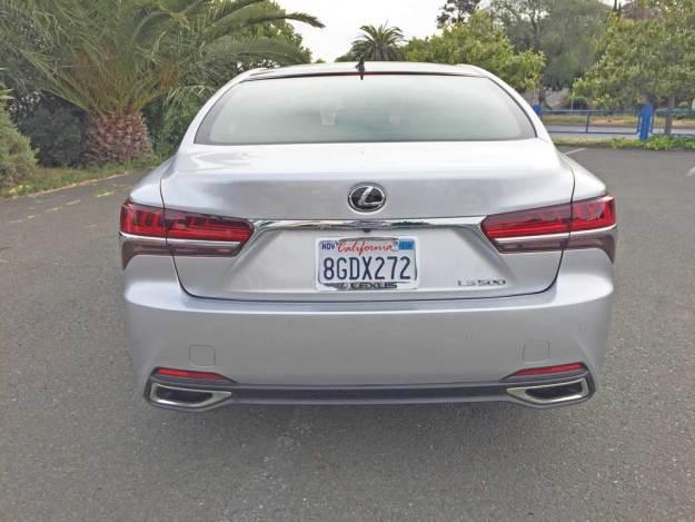Lexus-LS-500-Tail