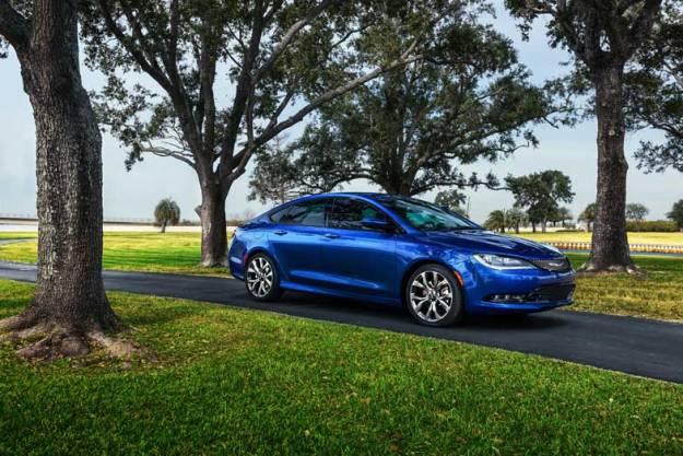 2015-Chrysler-200-Blue-Park