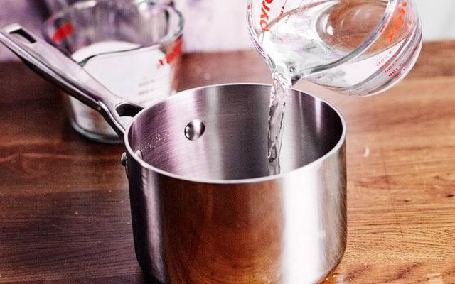 Förvärmvatten i en kastrull